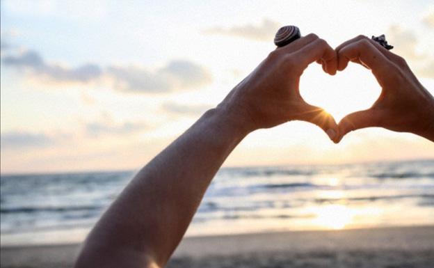 heart-hands-rings